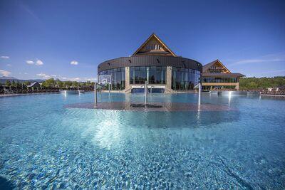 Chochołowskie Termy na zewnątrz w basenie